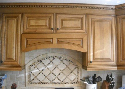 Arched backsplash and kitchen cabinets