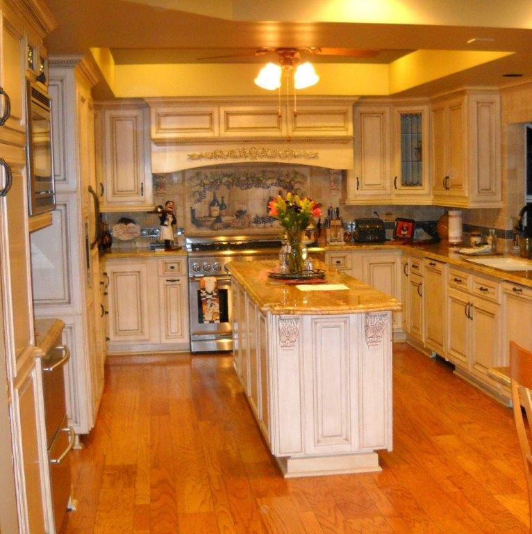 Custom Kitchen Cabinets. Many Styles & Colors