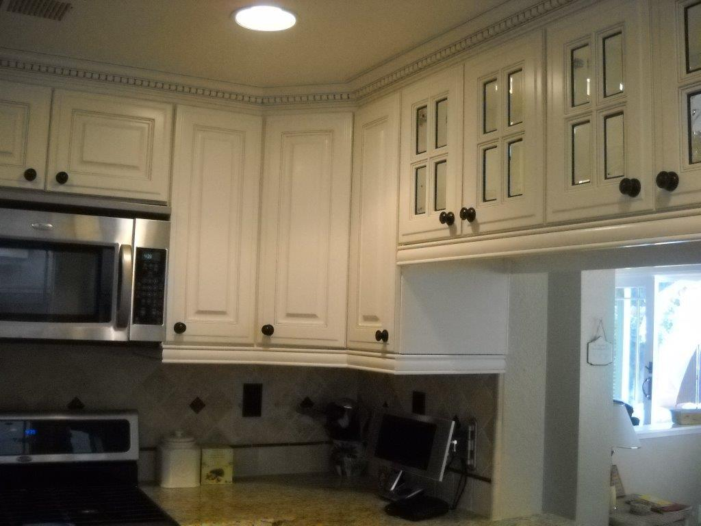White Kitchen Cabinet With Dentil Crown Molding And 4 Lite