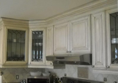 Light kitchen cabinets with glaze