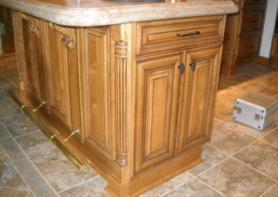 Kitchen island with bar rail