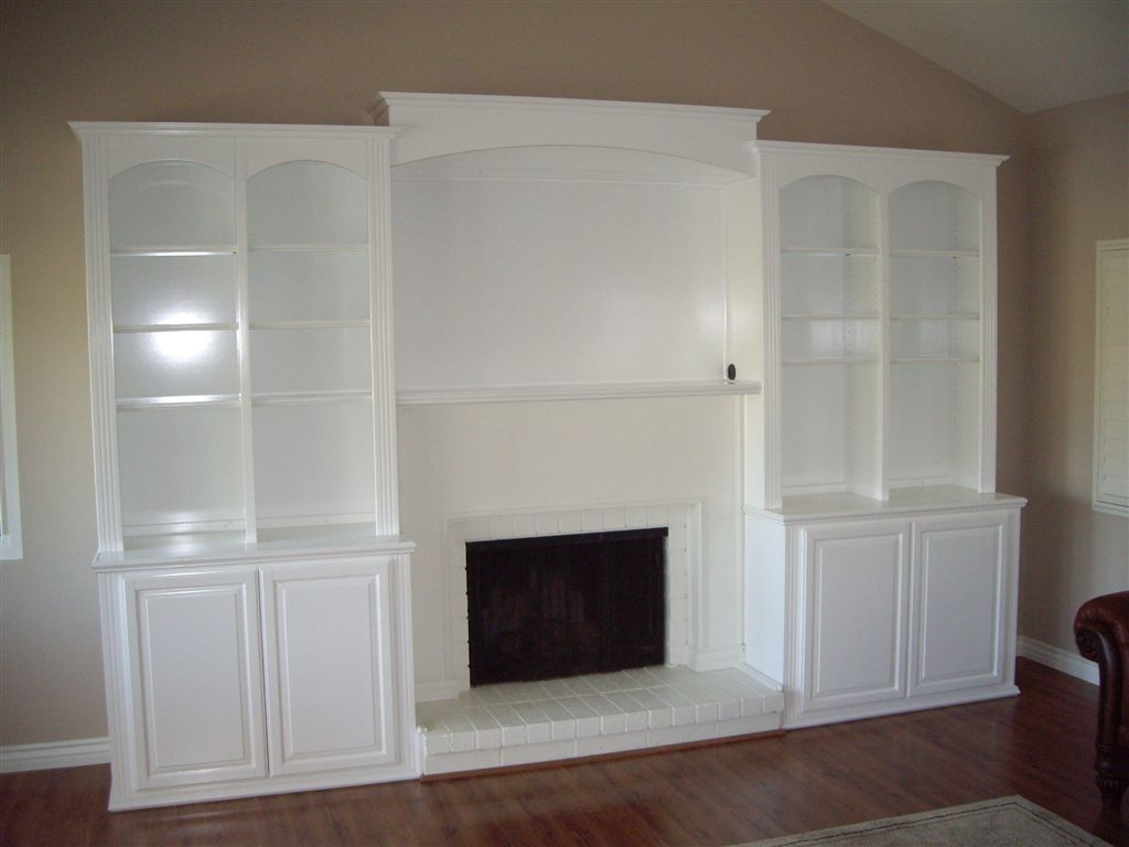 White entertainment center surrounds fireplace ⋆ Cabi