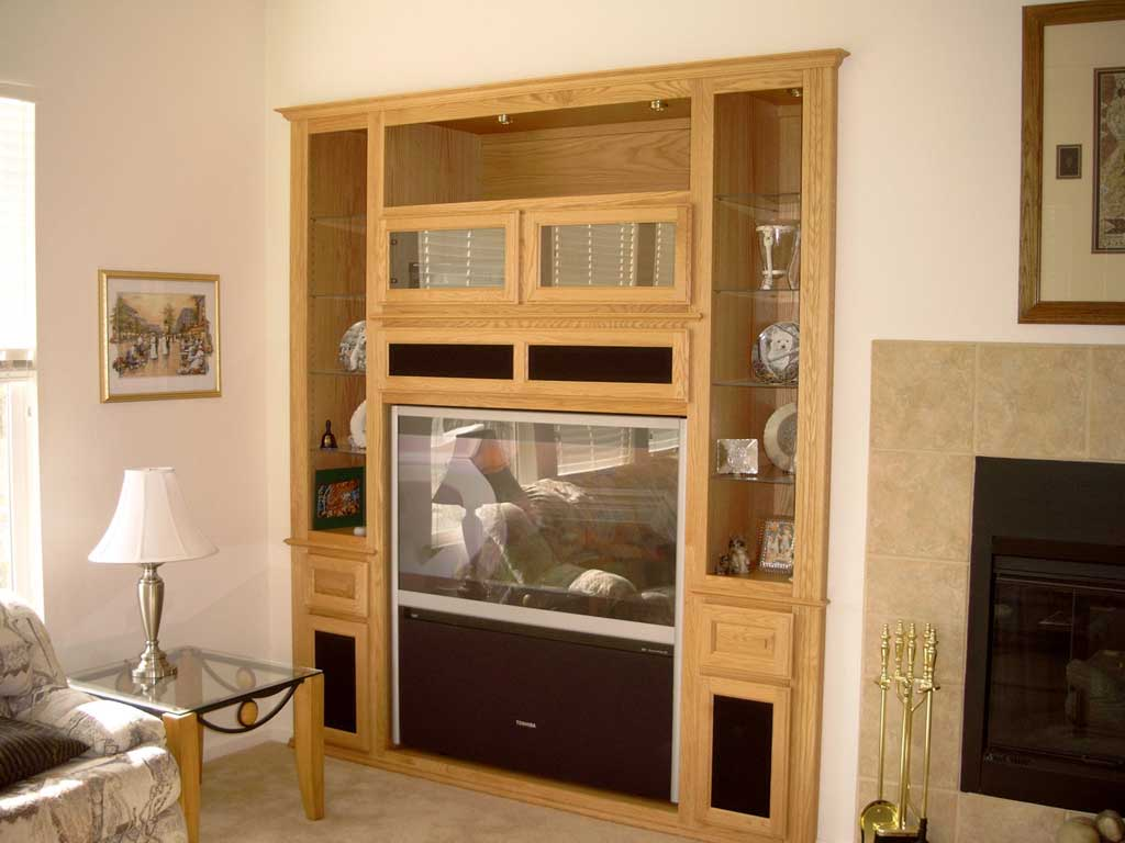 Light maple wall unit with glass doors and shelves ⋆ Cabinet ...