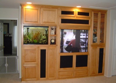 Entertainment center with aquarium