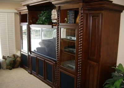 Rope pillars in built in wall unit