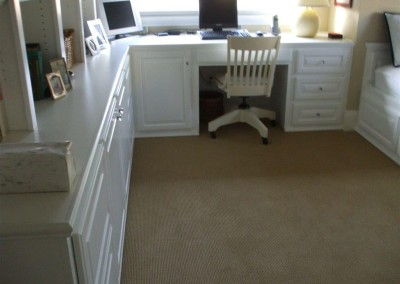 Built in white computer desk in Yorba LInda