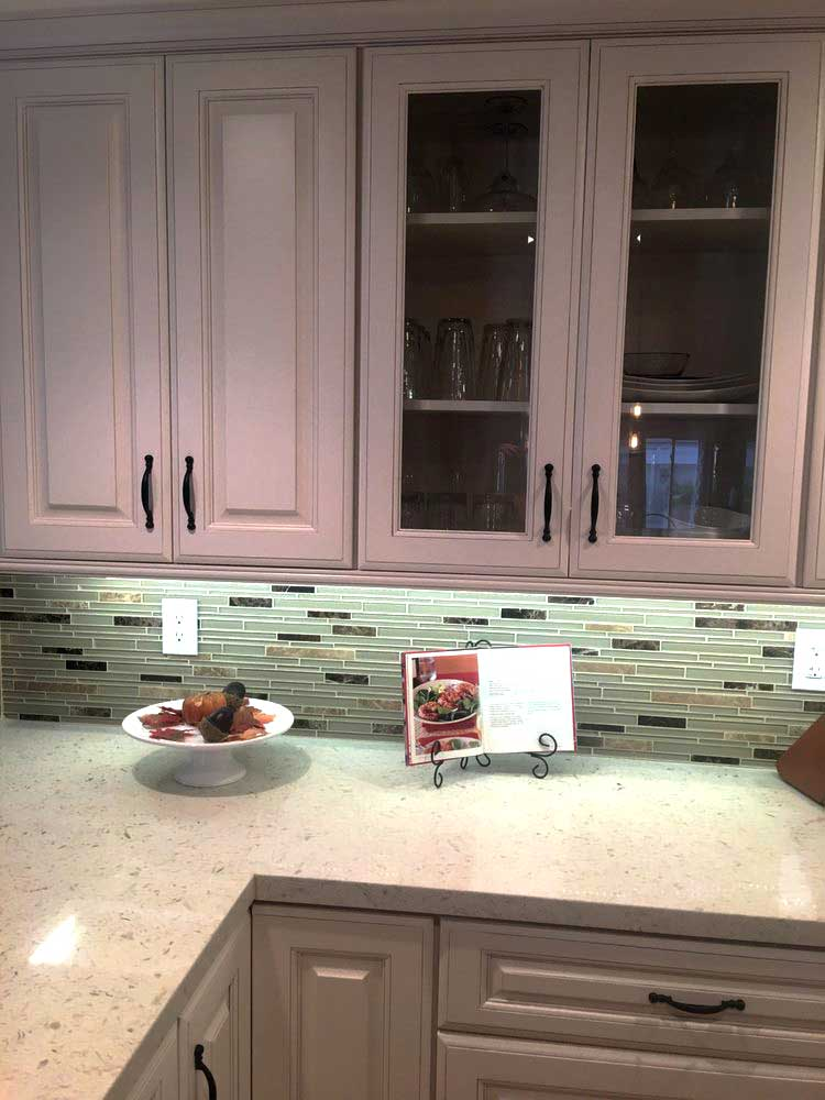 Cute White Kitchen Cabinets With Quartz Countertops