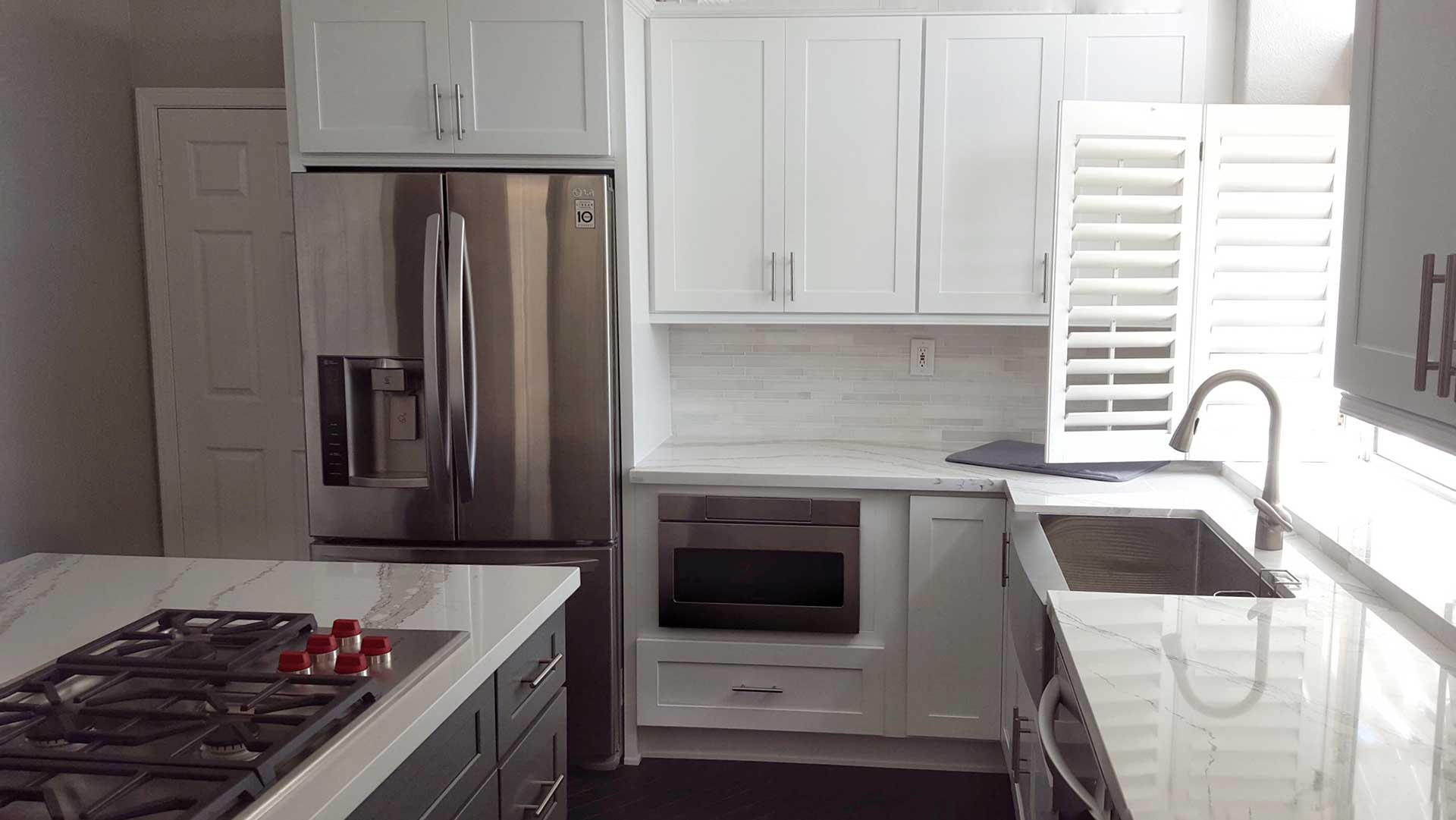 Grey and white shaker kitchen cabinet wholesalers for Grey shaker style kitchen cabinets