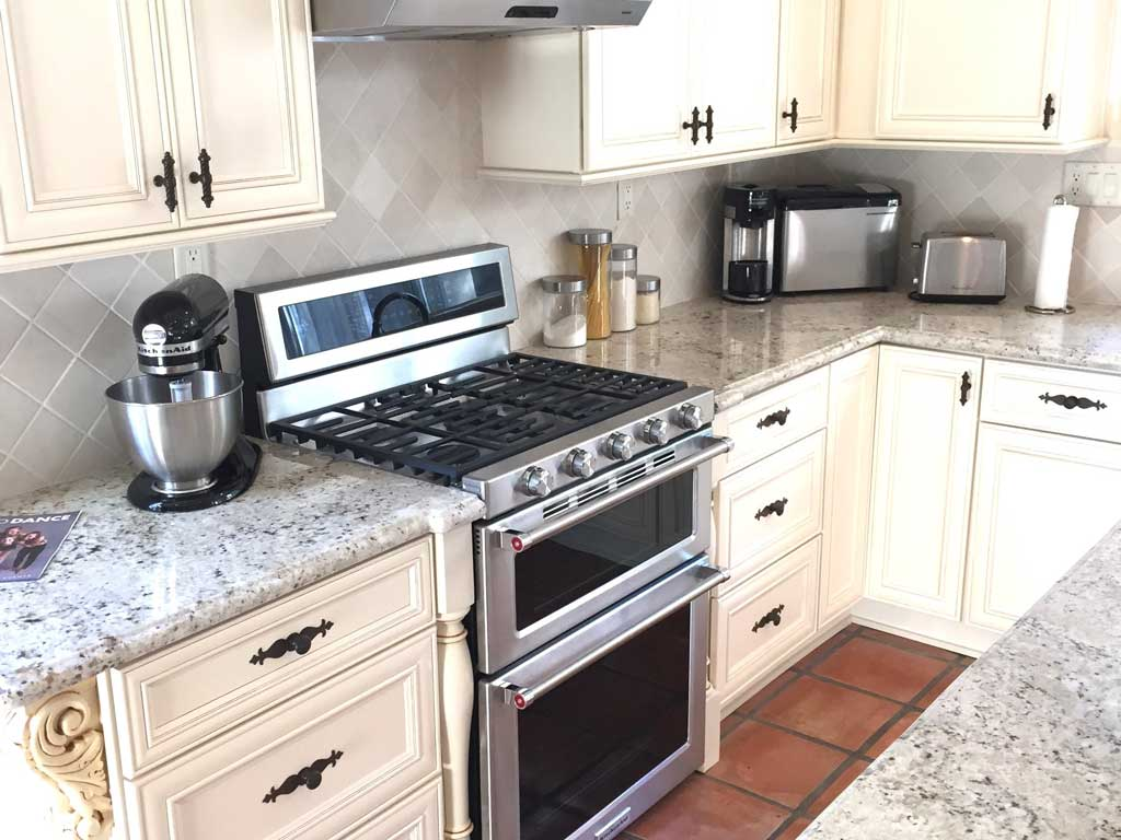 Stock kitchen cabinets with oven